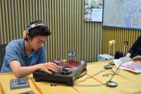 毎週月曜の『伊藤健太郎のオールナイトニッポン0(ZERO) 』パーソナリティを務める伊藤健太郎。番組では、伊藤が選曲したアナログレコードを、自らの手で再生することも。唯一無二の瞬間が楽しめる点もリスナーを楽しませている
