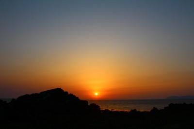 日本海に沈む夕日が美しい利尻島の夕景