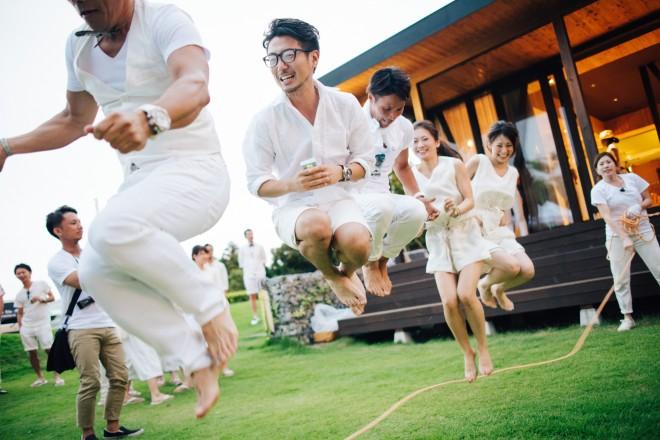 披露宴でゲストが大縄跳び 画像提供:CRAZY WEDDING
