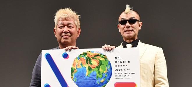 日本テレビの土屋敏男氏(左)とMCのサイレントパフォーマー・が〜まるちょば