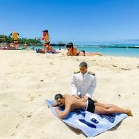 ハワイへ慰安旅行したミフネさん&ヨシダさん