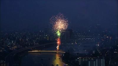 都心で打ち上げられる隅田川の花火(C)テレビ東京