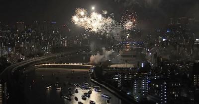 夜景をバックに楽しめる花火が隅田川の醍醐味(C)テレビ東京