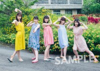 日向坂46グループ写真集のタワレコ特典生写真(撮影/加藤アラタ)