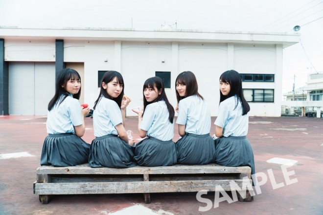 日向坂46グループ写真集の特典ポストカード(撮影/YOROKOBI)