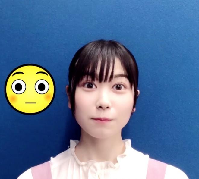「#絵文字チャレンジ」に挑戦した日向坂46・丹生明里(画像は写真集公式ツイッターより)