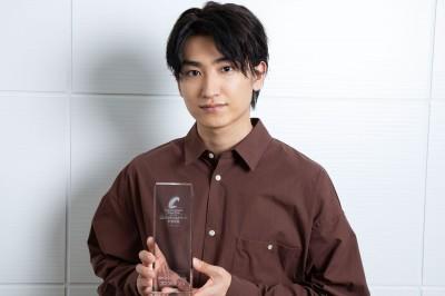 「新人賞」を受賞した金子大地 (撮影:Taiki Murayama)