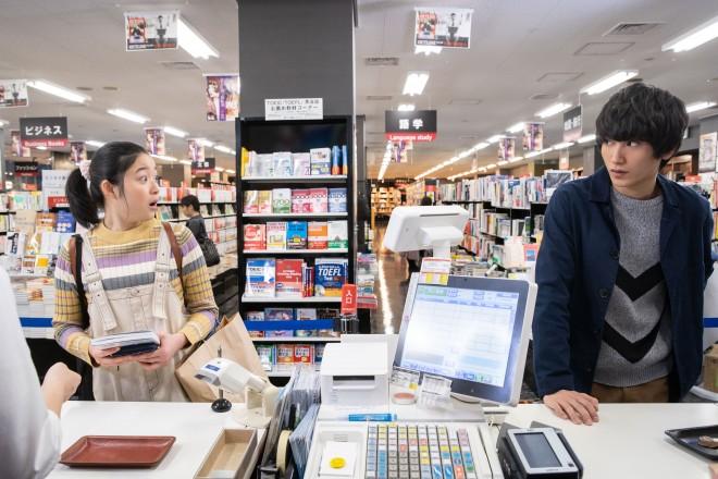 『第16回 コンフィデンスアワード・ドラマ賞』で「脚本賞」を受賞した三浦直之氏、執筆した『腐女子、うっかりゲイに告(コク)る。』(NHK総合)のシーンカット (C)NHK