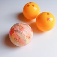 カプセルにマステをランダムに貼ったものとドラ○ンボールはオレンジ色のマステを星形に切って貼(制作・写真:むーさん)