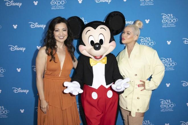 『D23Expo 2019』で「ディズニー・レジェンド」として表彰されたミン・ナ・ウェンとクリスティーナ・アギレラ