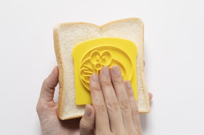 食パンに押しつけるだけ!