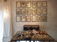 「鉱物博覧会」と題して、鉱物画や鉱物を愉しむためのオリジナルアイテムを多種多様に展示販売した鉱物Bar2017