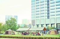 港区のビル街ど真ん中で開かれたキャンピングオフィス