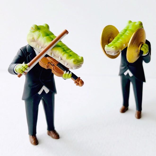 イラストがガチャに『クロコダイルの日常』(タカラトミーアーツ)「バイオリン」