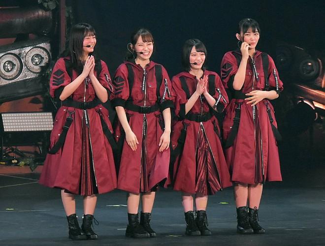 MCを任された2期生の(左から)田村保乃、松田里奈、森田ひかる、山崎天※「崎」=たつさき