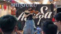 新宿の楽器店でゲリラライブを開くAyasa
