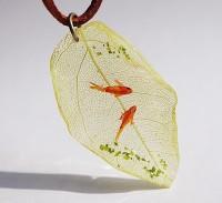 葉っぱネックレス。制作・写真/sawamin