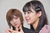 舞台『仁義なき戦い〜彼女(おんな)たちの死闘篇〜』に出演する、(左から)岡田奈々(AKB48、STU48)、本間日陽(NGT48)(C)oricon ME inc.
