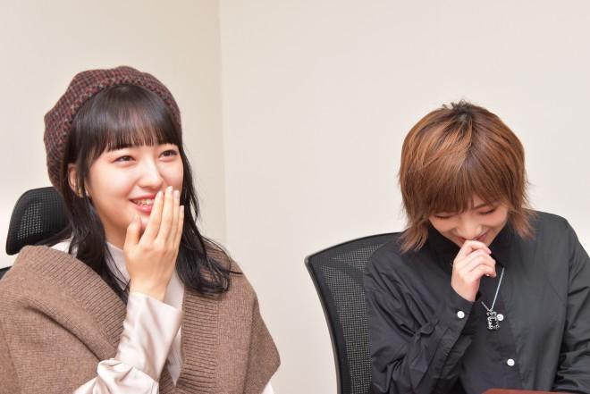 舞台『仁義なき戦い〜彼女(おんな)たちの死闘篇〜』に出演する、(左から)田島芽瑠(HKT48)と岡田奈々(AKB48、STU48)(C)oricon ME inc.