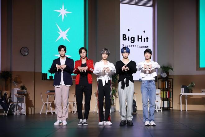 TOMORROW X TOGETHER (C)Big Hit Entertainment