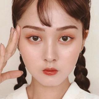 眉毛が特徴的な、中国メイク
