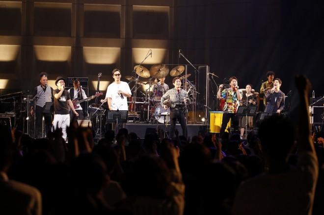 アンコールでは、コブクロ、ハナレグミ、藤巻亮太(ex.レミオロメン)が宮沢和史と「島唄」を熱唱した。