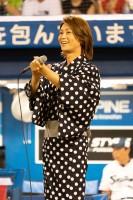 『東京ヤクルトスワローズ×阪神タイガース戦』で始球式を務めた氷川きよし 応援歌として「東京音頭」を熱唱した (2019年8月8日=東京・新宿区 明治神宮野球場)