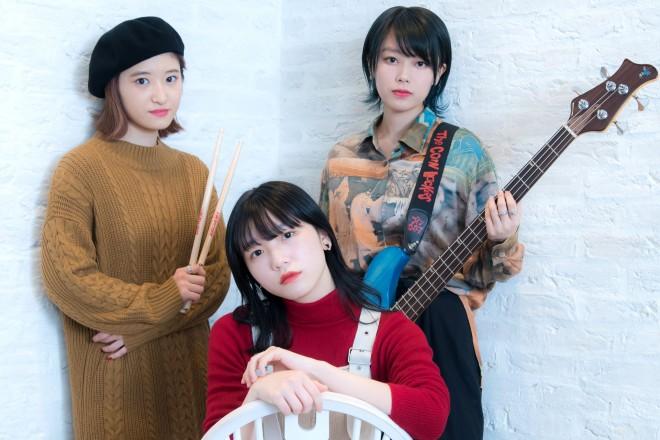 ザ・コインロッカーズの(左から)松本璃奈、船井美玖、早坂つむぎ
