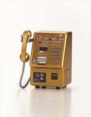 当時の皇太子さまと雅子さまのご成婚記念にパレード沿道に作られた金色の公衆電話機 (平成5年) 画像提供:NTT東日本 協力:NTT技術史料館
