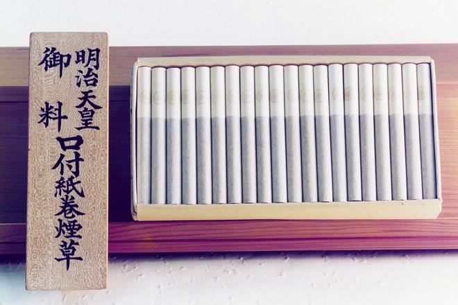 明治天皇に献納された「御料たばこ」。御紋がフィルター部分に刻まれている