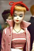 1959年の発売初期の頃のバービー (C)oricon ME inc.