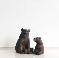 """""""鮭をくわえた熊""""だけじゃない! 実はバラエティ豊かな北海道の木彫り熊 ※画像提供:東京903会Instagram(@tokyo903)"""