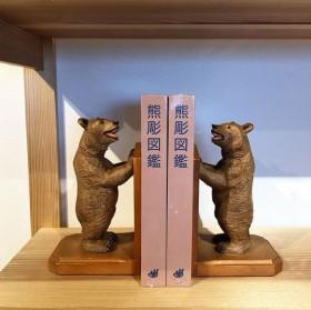 バラエティ豊かな北海道の木彫り熊 ※画像提供:東京903会Instagram(@tokyo903)