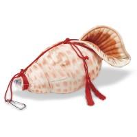 ほら貝を吹いている……ように見えるペットボトルカバー