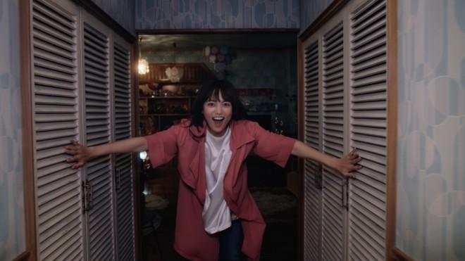 川口春奈出演の『いち髪』新CM「玄関開けて、すぐシャンプー」篇より