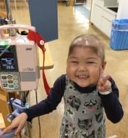 急性リンパ性白血病を克服し、ヘアドネーションにチャレンジした女の子
