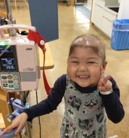 急性リンパ性白血病を克服し、ヘアドネーションに挑戦した女の子