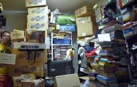 ファミコン芸人・フジタのソフトの山積みの自宅