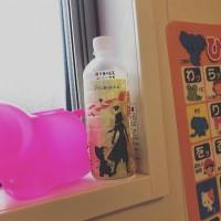 ラベルがアナと雪の女王だからか、大事にお風呂場にまで持ち込んだ紅茶のペットボトル