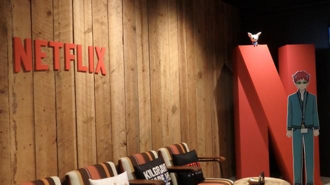 Netflix Japanのオフィスには人気作品のパネルやポスターが並んでいる