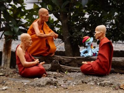 一緒に来日し(お土産として配られ)た3人(体)の僧侶(フィギュア)と久しぶりに再会