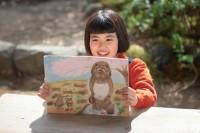 連続テレビ小説『スカーレット』第1週より。働き者で絵が得意なヒロイン・川原喜美子(川島夕空)(C)NHK
