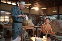連続テレビ小説『スカーレット』第9週より。フカ先生こと深野心仙(イッセー尾形)との別れの時が…(C)NHK