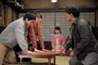 連続テレビ小説『スカーレット』第11週・第65回より。常治(北村一輝)はある条件付きで喜美子(戸田恵梨香)と八郎(松下洸平)の結婚を許す(C)NHK