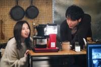 『知らなくていいコト』でイケメンカメラマンを演じた柄本佑と主演で元カノの吉高由里子(C)日本テレビ