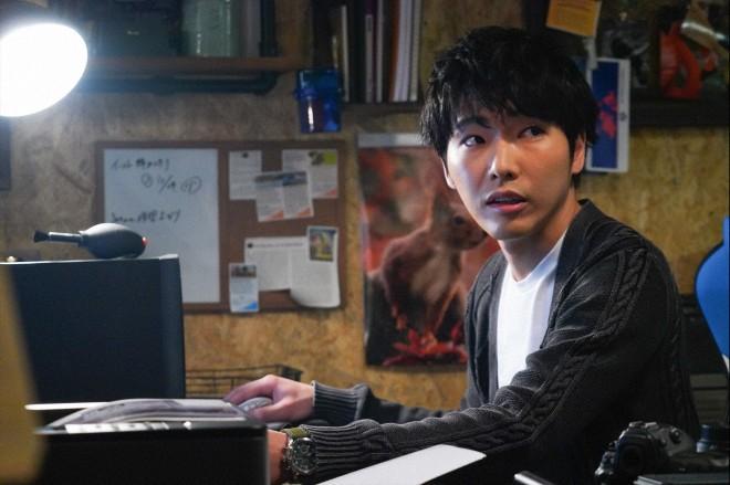 『知らなくていいコト』でイケメンカメラマンを演じた柄本佑(C)日本テレビ