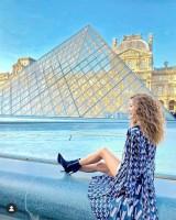 パリのルーブル美術館にて