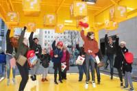 """ニューヨーカー約1000人が街中に特設された""""ハテナブロック""""体験を楽しんだ"""