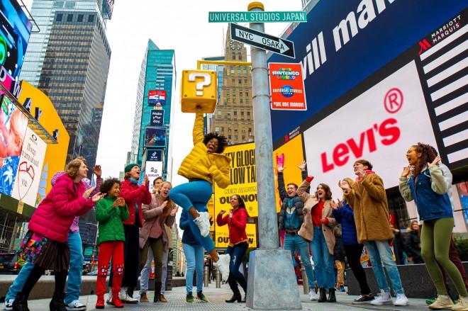 """NYの「タイムズスクエア」に設置された""""ハテナブロック"""" 画像提供:ユニバーサル・スタジオ・ジャパン"""