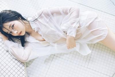 NMB48村瀬紗英ファースト写真集『Sがいい』の先行公開カット (C)主婦と生活社